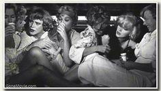 vintage women drink champagne - Buscar con Google