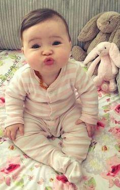 Cute Little Baby, Cute Baby Girl, Little Babies, Baby Love, Baby Kids, Precious Children, Beautiful Children, Beautiful Babies, Cute Funny Babies