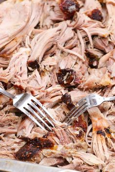 Smoked Pork Shoulder that's fall-apart tender with flavorful! It's rubbed with seasonings and cooked low and slow for perfect pulled pork! Pork Picnic, Picnic Roast, Picnic Foods, Carb Free Recipes, Pork Recipes, Diet Recipes, Smoked Pork Shoulder Rub, Smoked Boston Butt Recipe, Pork Shoulder Recipes