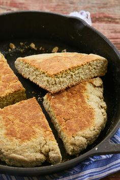 Scottish Bannock is a bread you can make in less than half an hour. Scottish Bannock Recipe, Scottish Recipes, Outlander Recipes, Bannock Bread, Healthy Bread Recipes, Healthy Breads, Skillet Bread, Bigger Bolder Baking
