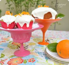 I have been wanting some cake stands.  This tutorial is how to make them with very little cost.  I don't care for these colors, but I think I'll make one in black for Halloween. #crafts #DIY
