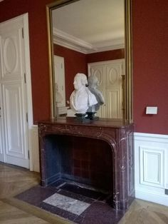 Louis XIV style fireplace made of Griotte marble. Louis Xiv, Fireplace Mantels, Marble, Louvre, Museum, Home Decor, Style, Swag, Decoration Home