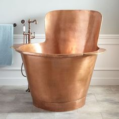 48 Raksha Hammered Copper Japanese Soaking Tub Pamper yourself with a long, luxurious soak in this extra-deep, Japanese style Antique Copper bathtub. Bathroom Flooring, Bathroom Furniture, Bathroom Ideas, Bathroom Organization, Bathroom Sinks, Remodel Bathroom, Bathtub Ideas, Bathroom Layout, Bathroom Cleaning