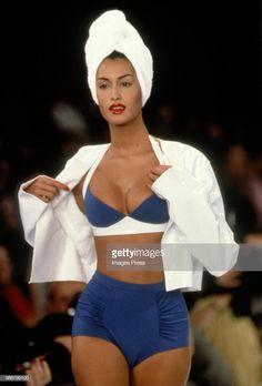 News Photo : Yasmeen Ghauri models at New York Fashion Week. New York Fashion, Runway Fashion, Fashion Models, Fashion Outfits, Fashion Tips, Couture Fashion, Fashion Trends, Womens Fashion, 90s Party Outfit