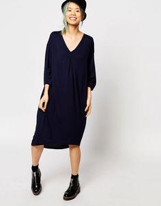 Bild 1 von Monki – Jersey-Kleid mit V-Ausschnitt