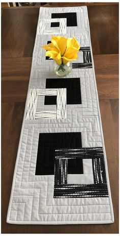 Patchwork Table Runner, Table Runner And Placemats, Table Runner Pattern, Quilted Table Runners, Quilt Placemats, Quilting Projects, Quilting Designs, Black And White Quilts, Black White