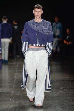 Looks militarizados se hicieron presentes en la pasarela de Joao Pimenta como parte de su colección Spring/Summer 2017 en la semana de la moda de Sao Paulo