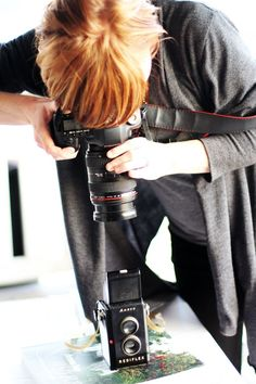 take a photo with my dSLR THROUGH the lens of a vintage camera