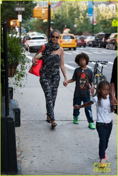 Heidi Klum takes her kids Leni, Henry, Johan and Lou to dinner on July 7, 2013