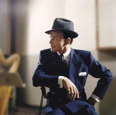 "iamdinomartins: """"Frank Sinatra photographed in the studio by Sid Avery. Hollywood Icons, Classic Hollywood, Old Hollywood, Hollywood Stars, Mia Farrow, Ava Gardner, Franck Sinatra, Marx, Dean Martin"