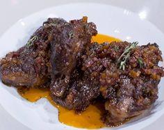 Bochecha de porco alentejano estufada    Ingredientes  600g bochechas de porco preto  75g cebola picada  50g chouriço picado  50g cenoura p...
