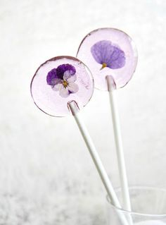 How cool are these flower lollipops?