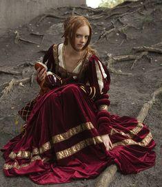 Renaissance Nobility Velvet Dress - medieval wedding dress   Keywords: #medievalweddings #jevelweddingplanning Follow Us: www.jevelweddingplanning.com  www.facebook.com/jevelweddingplanning/