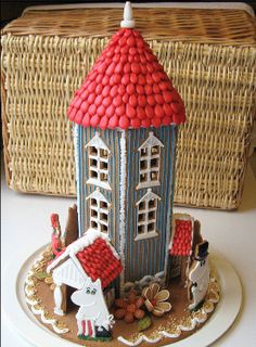 The happy Christmas season will arrive very soon.Here the best recipes for candies and Christmas treats that would help you organize your Christmas. Gingerbread House Template, Christmas Gingerbread House, Christmas Treats, Christmas Home, Gingerbread Houses, Moomin House, Cracker House, Traditional Christmas Cookies, Cake Cafe