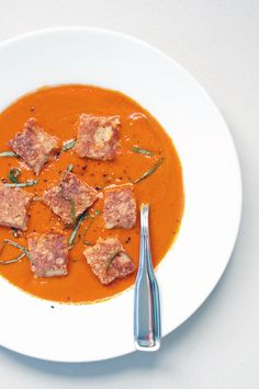 Spicy Tomato Soup With Grilled Cheese Croutons: Tomato soup and grilled cheese were practically made to be paired with each other. That's why this spicy tomato soup with grilled cheese croutons is going to blow your mind. Tomato Soup Grilled Cheese, Popsugar Food, Dinners To Make, Vegetarian Dinners, Vegetarian Recipes, Healthy Recipes, Yummy Recipes, Vegetarian Sandwiches, Veggie Meals