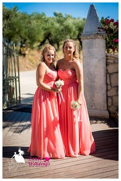 Lovely bridesmaids and beautiful dresses!
