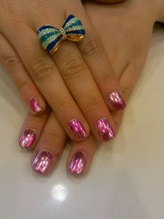Valentines shellac with two different foils on top #20loungescottsdale #nailsbyashley