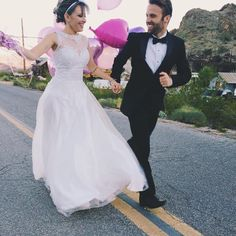 """""""Ansiosa demais pra receber todas as fotos do @sergiosouza , casamos em Nelson uma cidade fantasma (real) que fica 40 minutos de Vegas e tem o cenário mais…"""""""