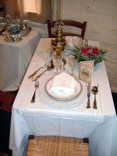 Erfgoeddag 2004 - tentoonstelling Feest in de familie - Feesttafel bij de meer gegoede burgerij