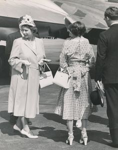 QE2, pregnant with Anne...1950