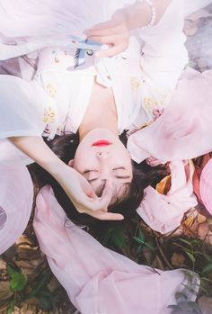 hanfu gallery (Chinese lotus lantern by 一世楼工作室 ) Chinese Culture, Chinese Art, Ulzzang, Chinese Traditional Costume, China World, Asian History, Ancient China, Hanfu, Photos Du