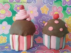 Muffins made with playdoh and Yakult bottle. Easy and fun to do with kids!