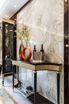Marble wall Classic Interior, Luxury Interior, Luxury Furniture, Furniture Design, Console Table Living Room, Modern Console Tables, Interior Design Living Room, Interior Decorating, Interior Design Inspiration