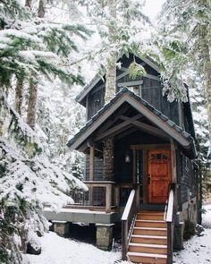 A cozy cabin nestled in the PNW forest gets its first dust of snow ❄️ Who would you spend Christmas here with? 🎄 Photo by Cozy Cabin, Cozy Cottage, Winter Cabin, Cabin Tent, Snow Cabin, Cabin Homes, Log Homes, Ideas De Cabina, Cabins And Cottages