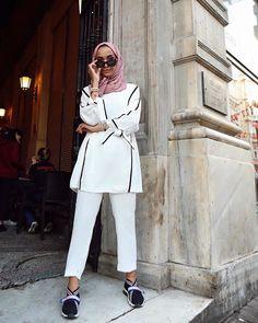 "Rabia Sena Sever op Instagram: ""Her mevsime bu kadar yakışan başka bir renk bilen varsa söylesin🐭 Çok güzelsin @ozzsaricam ♥️"" Modest Fashion, Fashion Outfits, Stylish Hijab, My Style, Coat, Jackets, Clothes, Instagram, Women"