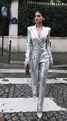 Cute jumpsuit outfits for women for a stylish summer Jumpsuit Outfits are the perfect combination of casual & sophisitcation. Here are the best Jumpsuit outfits ideas for Summer 2019 for Women. Fashion Week, Love Fashion, High Fashion, Fashion Looks, Fashion Outfits, Womens Fashion, Fashion Design, Fashion Trends, Paris Fashion