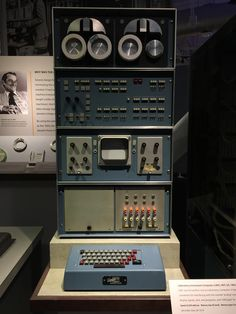 Laboratory Instrument Computer (LINC), MIT 1962.