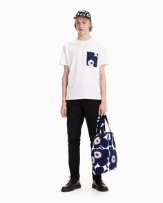 The unisex Hiekka t-shirt is made of cotton jersey with a breast pocket featuring the Pieni Unikko (poppy) pattern. Unikko (poppy) was designed in 1964 after Armi Ratia, Marimekko´s founder, had announced that Marimekko would never print Marimekko, Poppy Pattern, Long Toes, My Size, Poppies, Unisex, Floral Prints, Breast, Menswear
