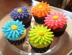 daisy cupcakes | AimeeJo Desserts: Gerber Daisy Cupcakes in Bright Colors