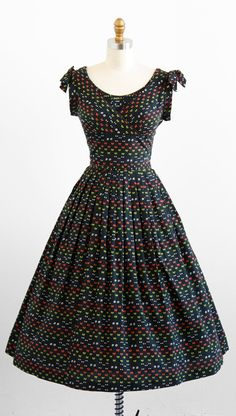 vintage 1950s bicycle novelty print day dress. {the print is tiny little bikes!!}