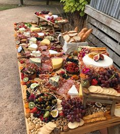 How to Make an Epic Charcuterie Board Charcuterie And Cheese Board, Charcuterie Platter, Cheese Boards, Charcuterie Wedding, Party Food Platters, Cheese Platters, Tapas, Appetizer Recipes, Appetizers