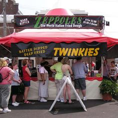I really want to try this just once It's one of our top 10 wacky and wild state fair foods. After all, the fare's the best of the fair! New Recipes, Snack Recipes, Cooking Recipes, Snacks, Italian Fried Dough, Deep Fried Twinkies, Carnival Inspiration, State Fair Food, Carnival Food