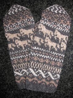 Swedish mittens Knitting Machine Patterns, Knitting Charts, Easy Knitting, Knitting Socks, Knitted Christmas Stocking Patterns, Knitted Christmas Stockings, Christmas Knitting, Crochet Mittens, Mittens Pattern