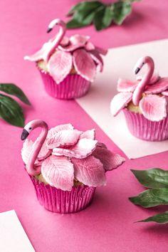 Muffiny Flamingi (Flamingo-Cupcakes) - Cupcakes to make - Cake-Kuchen-Gateau Cupcakes Design, Cake Designs, Cupcakes Decorating, Decorating Tools, Fondant Cupcakes, Fun Cupcakes, Cupcake Cookies, Birthday Cupcakes, Fondant Girl