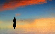 'Me diz, o que faria se o Céu ficasse mais perto de você? Deitaria no gramado e ficaria apreciando? Ou saltaria o mais alto pra sentir que está voando? Se eu pudesse tocar o céu, iria sentar numa nuvem e provar a paz mais pura. Sentir a calma na Alma e fazer daquele momento, o meu estado de cura. '