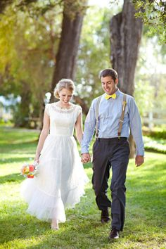 a rustic vintage groom's look with a light blue shirt, a yellow bow tie, grey pants and neutral suspenders - Weddingomania Lds, Modest Wedding Dresses With Sleeves, Dress Sleeves, Vintage Wedding Photos, Vintage Weddings, Vintage Inspired Dresses, Vintage Dress, Groom Outfit, Event Dresses