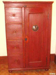 Farinier vers 1940, meuble d'Art Populaire autrichien, 4 tiroirs, une porte, pieds boule, décor rouge Chine