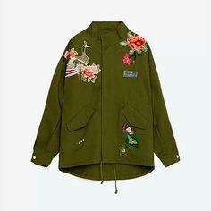 Green military patches jacket. woman jacket. chamarra. chaqueta verde militar.