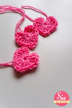 corazones en crochet ❤ Crochet Necklace, Jewelry, Fashion, Favors, Hearts, Tejidos, Moda, Crochet Collar, Jewels