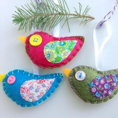 Eco-felt Bird Ornaments Eco-felt Bird Ornaments Source by Ornament Pattern, Felt Ornaments Patterns, Fabric Ornaments, Bird Ornaments Diy, Felt Diy, Handmade Felt, Felt Crafts, Easy Crafts, Felt Animal Patterns