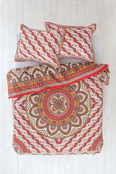 Magical Thinking Pyaar Medallion Duvet Cover - Urban Outfitters