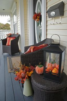 Spooky Halloween decoration ideas sofa gourds vase veranda