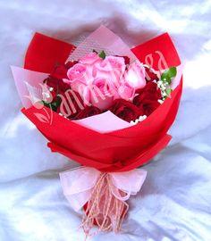 Rangkaian Rose Revival & Magic Red. ID produk: LA066 - Harga jual: Rp.550.000 - Diskon:10% Rp.495.000. Klik foto di atas untuk pemesanan. Atau add PIN BB kami: 21E23F02. Telp: 021-5812161. WhatsApp: 859-206-10-700 - www.anekabunga.com