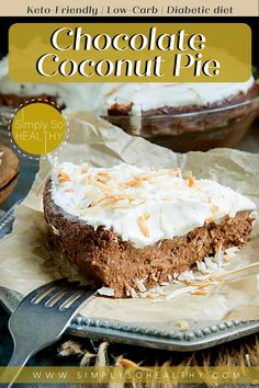 This low-carb Chocolate Coconut Pie recipe makes a keto-friendly dessert the whole family will love. This pie tastes like a Mounds bar and has a creamy fudge-like texture. No one will know it's made in the blender. 🍫😋😘 #lowcarbdessert #ketopie #lowcarb #keto #Atkins #diabetic #glutenfree