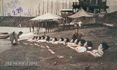 Japan, 1926. 13 women wearing yukata enjoying themselves at a hot spring resort.