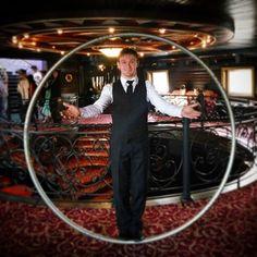 "Gefällt 7 Mal, 1 Kommentare - Алексей Солдатов (@soldatowheel) auf Instagram: ""Немножко ""колесного"" гламура💫✨⭕😎 #cyrwheel #rouecyr #alekseysoldatov #circusartist #luxurylightshow…"""
